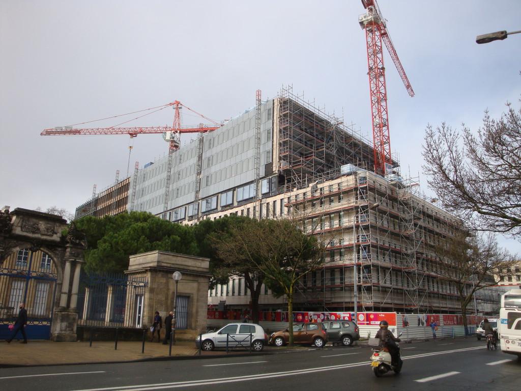 Cité municipale cladding haut 30 janvier 2014 021